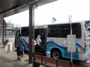 JR「魚住駅」の南出口のたこバス乗り場 2