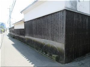 白壁の建物