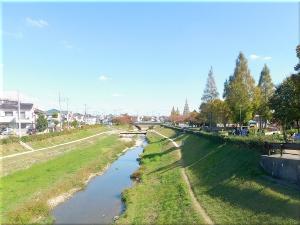 「であいの道」の出口近くに流れる川