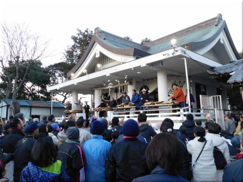 鳥羽八幡神社 餅まき 2