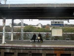 JR明石駅ホームから見た明石城 2