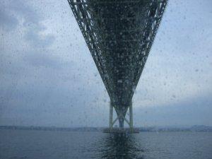 明石海峡大橋 真下を通過