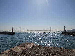 明石港から見る明石海峡大橋