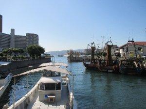 明石港と漁船