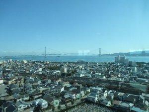 展望室から見た明石海峡大橋