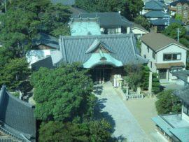 明石市立天文科学館から見た柿本神社の本殿