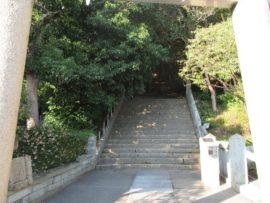 柿本神社 西の鳥居奥の参道