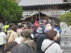 休天神社 「ひな形まつり」 餅まき